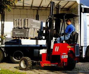 V.D. Service - Ardooie - Mounted fork lift trucks